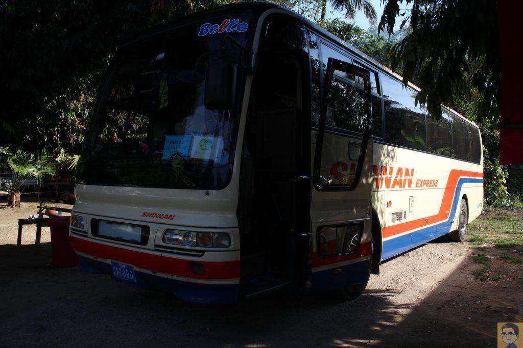 ミャンマー中古バス