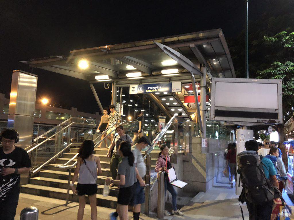 パホンヨーティン駅